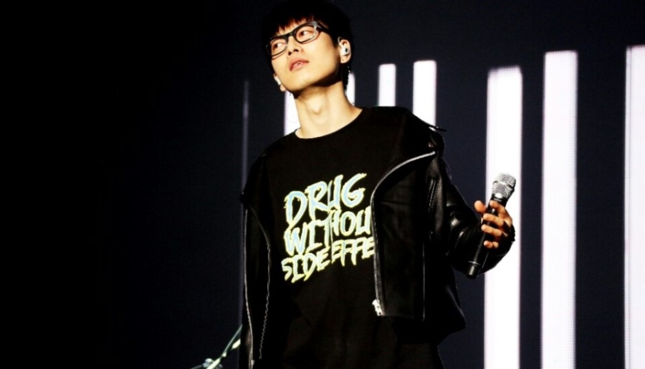 하현우 - ​​​16 LOGO T-SHIRTS (BLACK)