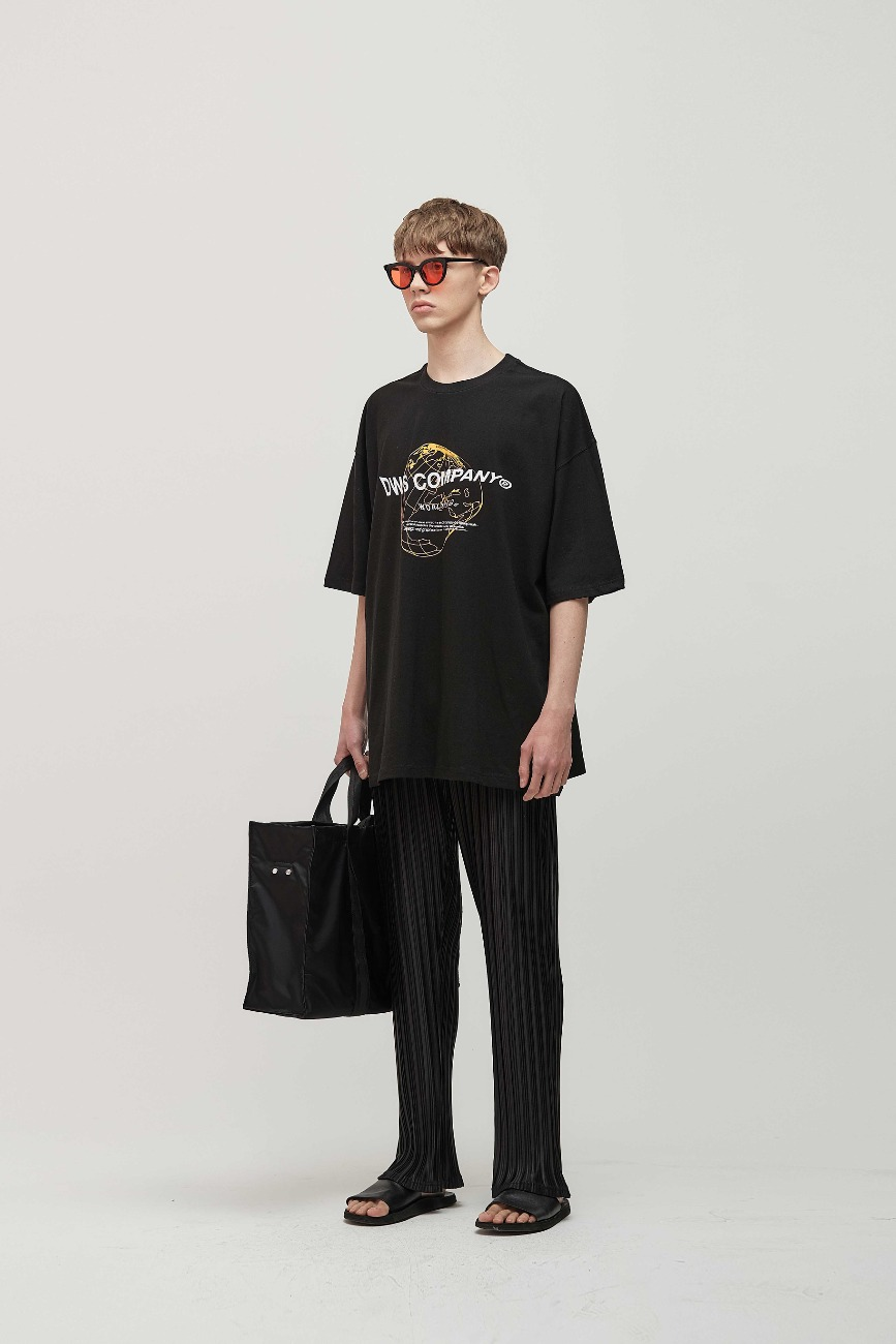 WORLDWIDE LOGO T-SHIRTS + PLEATS PANTS