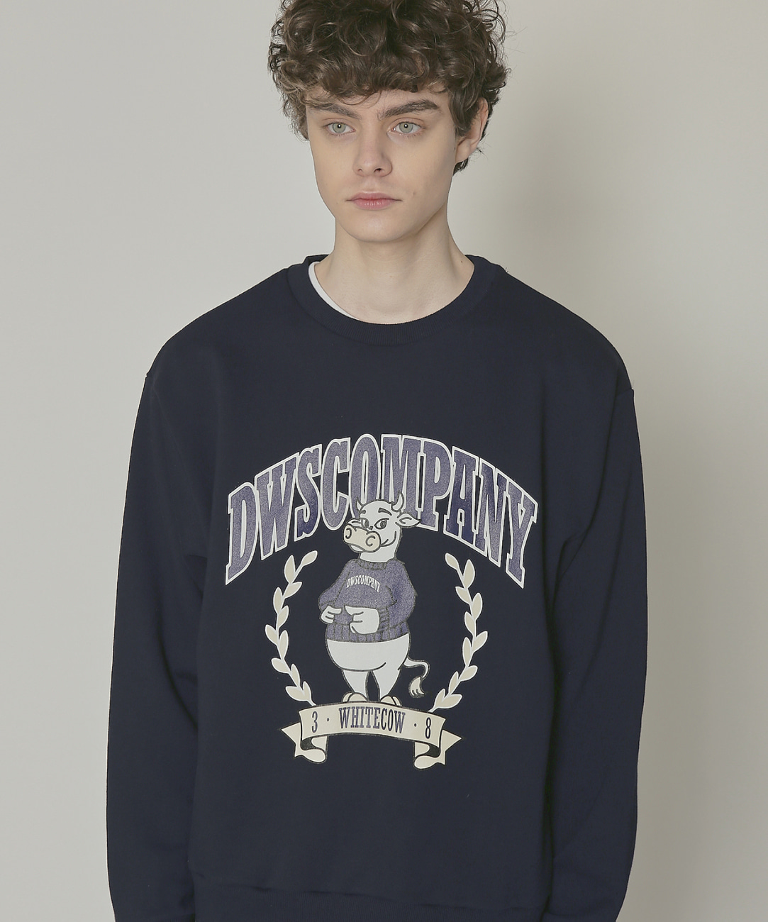 DWS 38 WHITE COW SWEATSHIRT(DARK NAVY)