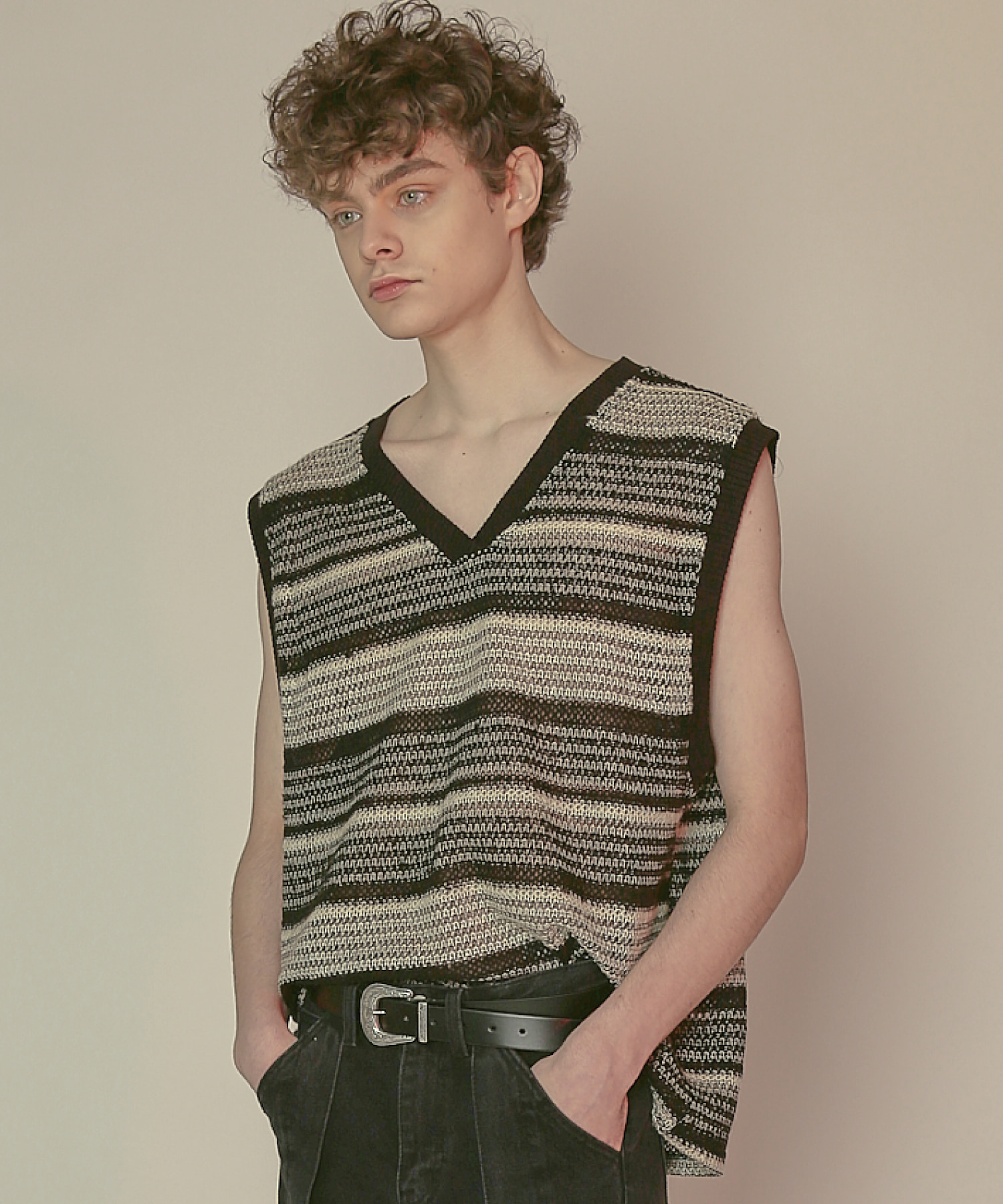 DWS V-NECK STRIPE VEST